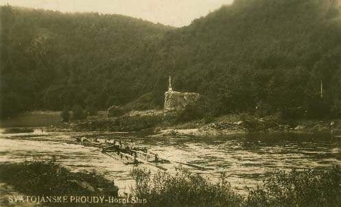 Vory proplouvají počátečním, azároveň nejobtížnějším úsekem Svatojánských proudů. Foto http://www.svatojanske-proudy.cz/